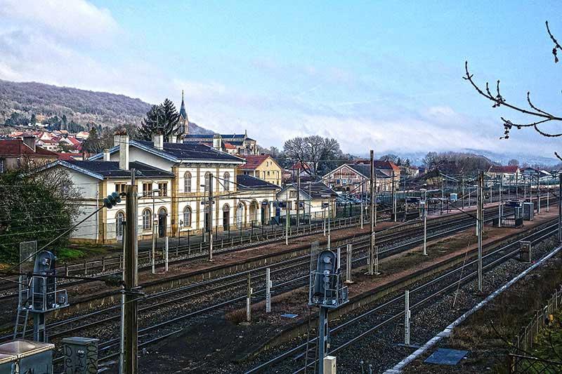 Wo ein Bahnhof ist, sind Menschen nicht weit
