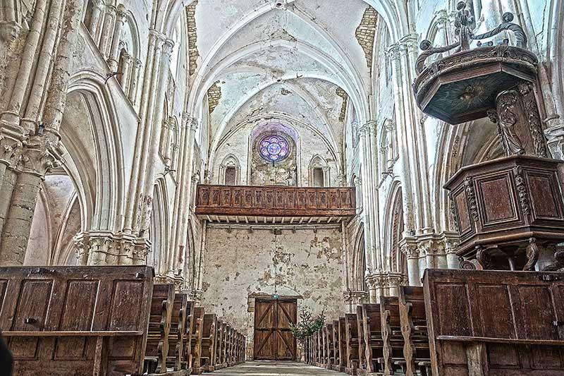 Die imposante aber bröckelnde Blecourt Jakobskirche