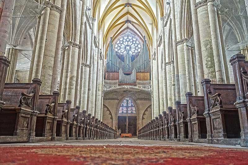 Auch die Orgel ist nicht gerade dezent.