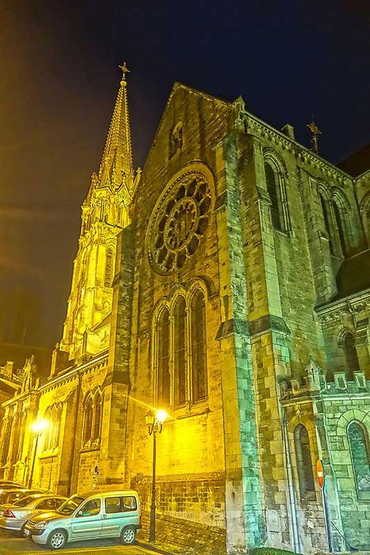 Die Kirche in Joinville bei Nacht