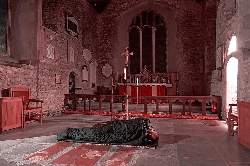 In England ist das Schlafen in der Kirche erlaubt.