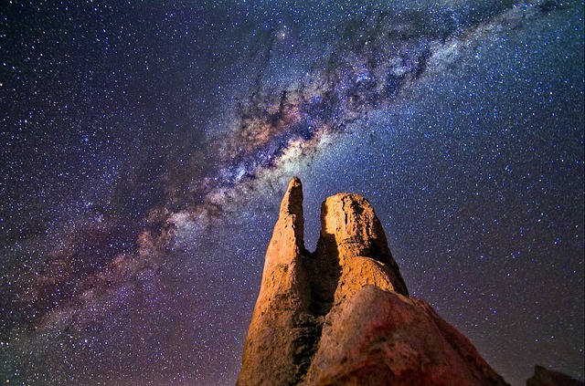 Die obere Welt ist die der kosmischen Kräfte und der männlichen Schöpferkraft.
