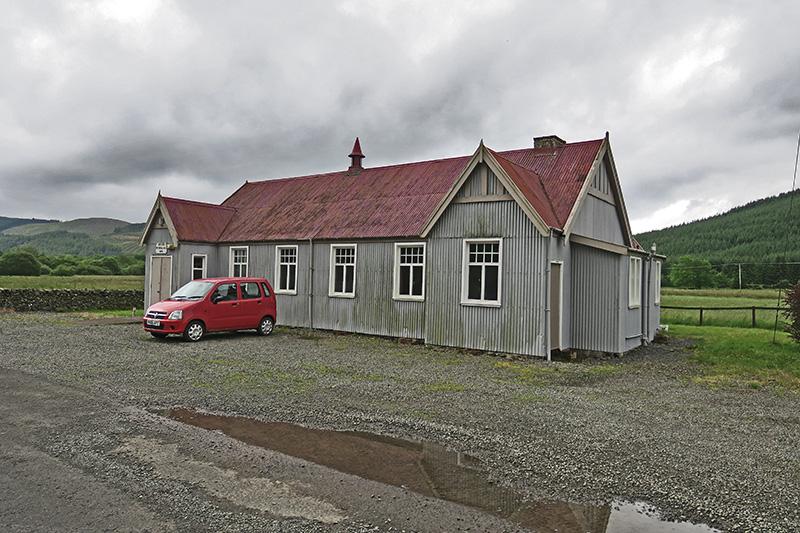 Ein einsames kleines Rathaus inmitten des Nirgendwo.