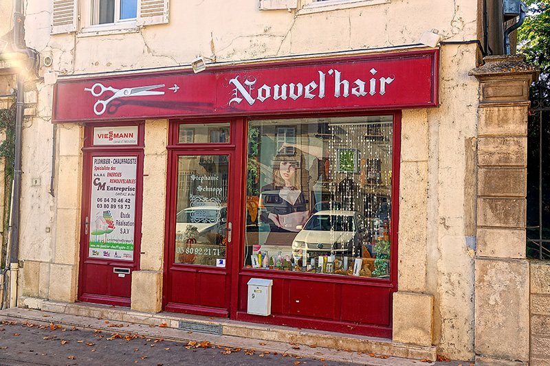 Einen Friseur gibt es in nahezu jeder Ortschaft.