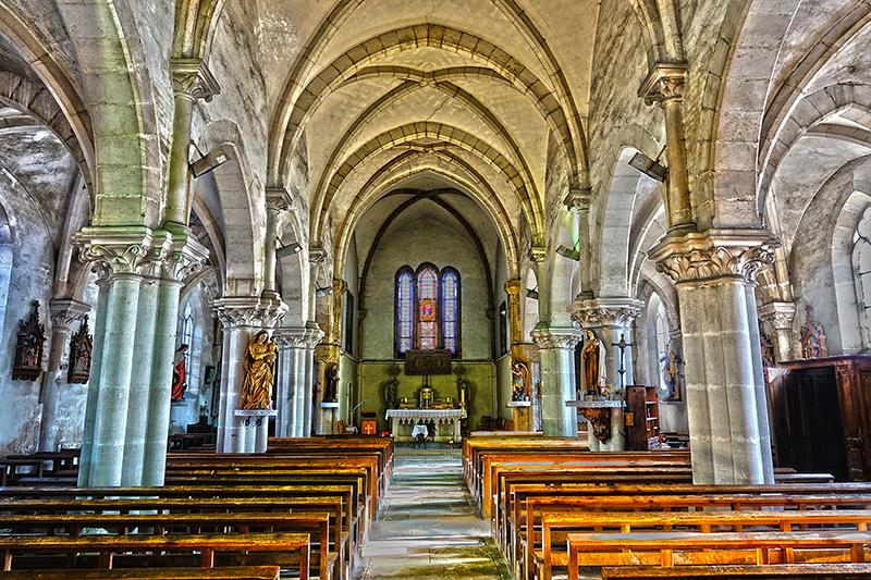 HDR-Aufnahme einer Kirche von innen