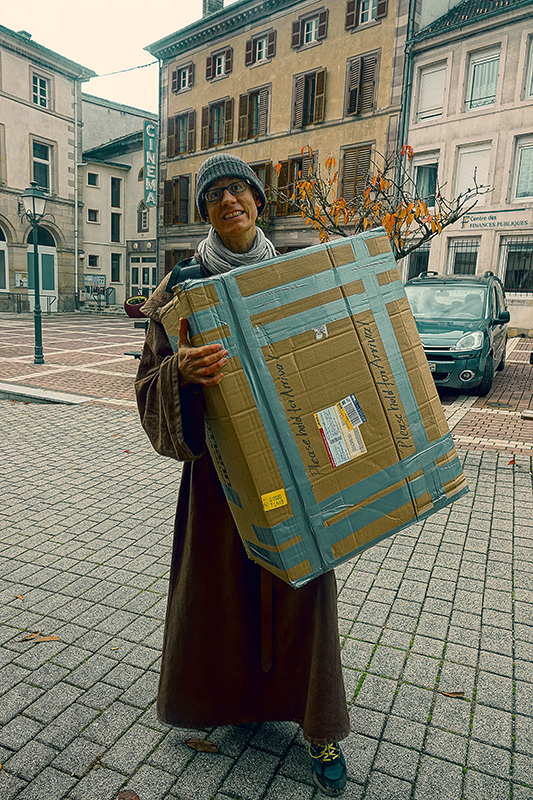 """Unser Postpaket kam mit dem Service """"Poste Restante""""zu uns."""