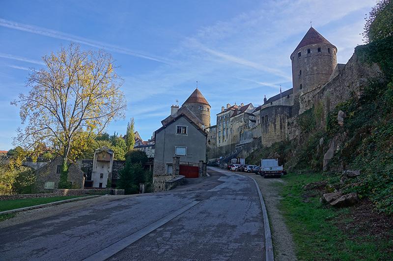Mittelalterliche Stadt mit Stadtmauer