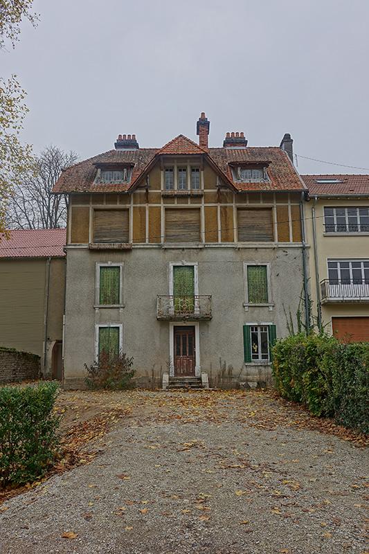 Ein Wohnhaus in Bains-le-Bains
