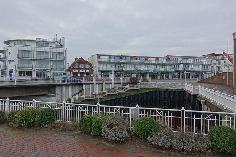 Auch im Hafenviertel an der Küste herrscht Schietwetter