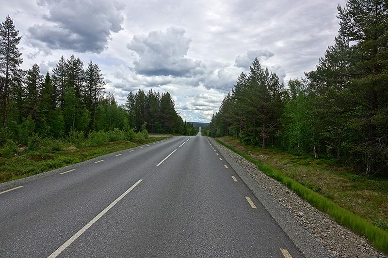 Straße in die Endlosigkeit - Wohin wird uns unser Weg wohl noch führen?