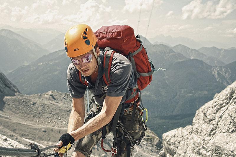 Sinnestraining für Survivalexperten: Blind bergsteigen