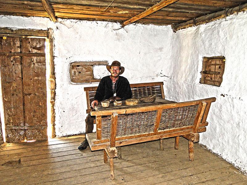 Wie baut man ein einfaches Haus aus Lehm und anderen Naturmaterialien.
