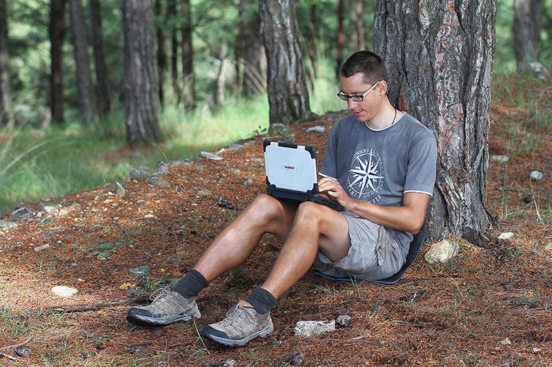Franz Bujor mit Handheld Outdoor Computer