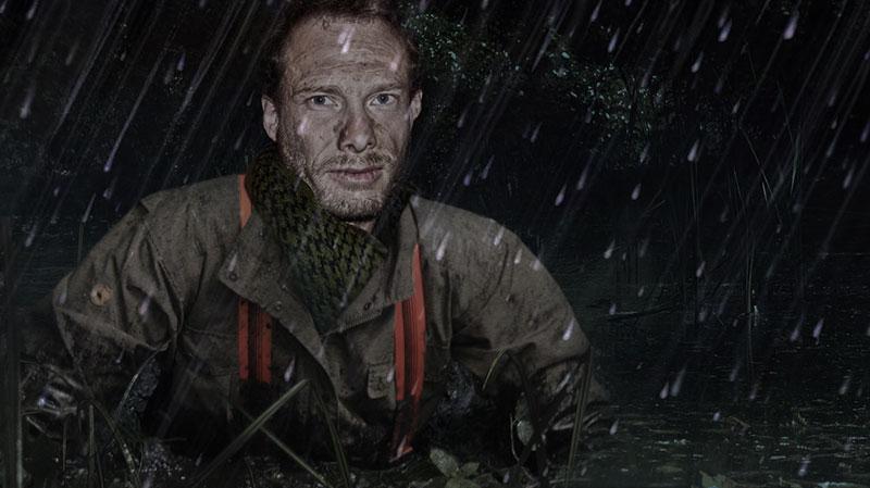 Survivalprofi Heiko Gärtner befreit sich aus einem Sumpf