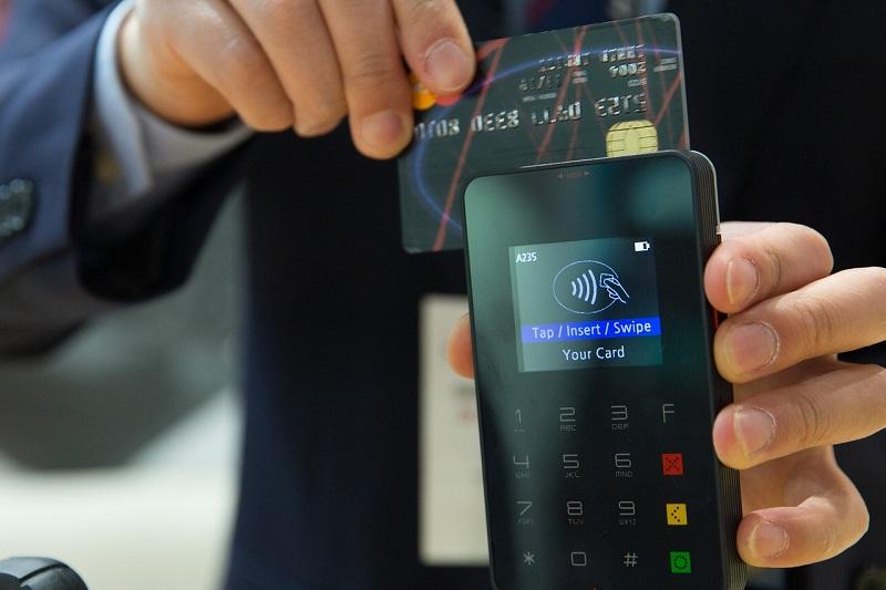 Übers Smartphone kann auch mit der virtuellen Kreditkarte bezahlt werden