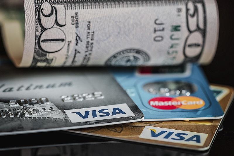 Bargeld und Plastikkredietkarten könnten beide schon bald der Vergangenheit angehören