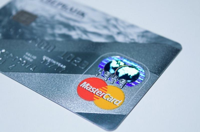 Braucht man heute überhaupt noch eine echte Kreditkarte aus Plastik