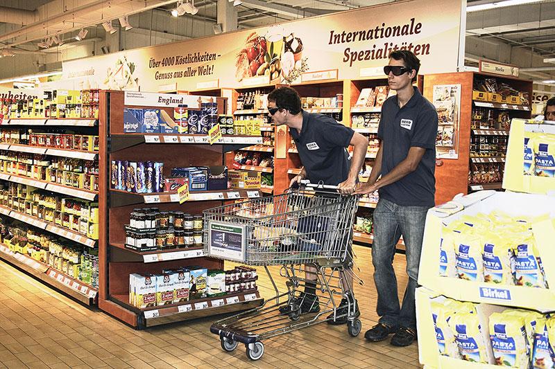Heiko Gärtner blind im Supermarkt