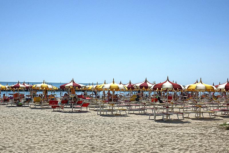 Massentourismus am Strand
