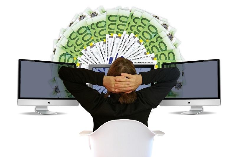 Mit einer digitalen Kreditkarte fällt die Kostenübersicht leicht