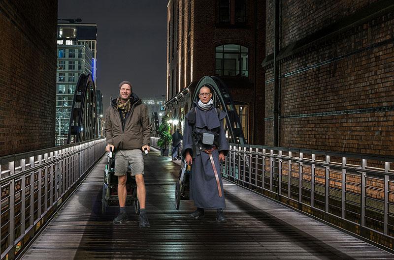 Die Webnomaden Heiko Gärtner und Franz Bujor wandern durch Hamburg