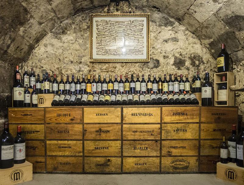 Eine Führung durch ein altes Weingut als Erlebnisgeschenk
