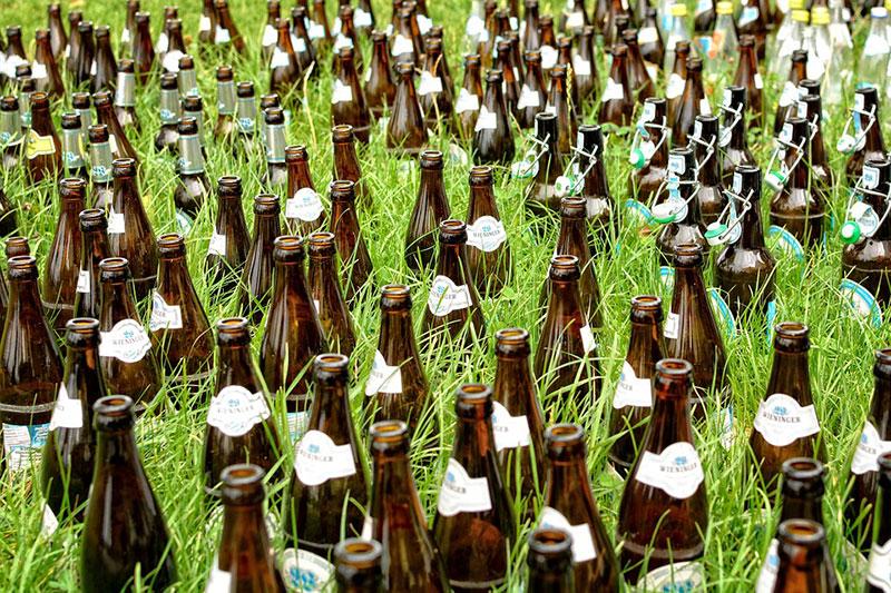 Auch bei nur einem Bier täglich, kommt mit der Zeit eine horrende Summe zusammen, die man gut einsparen kann.
