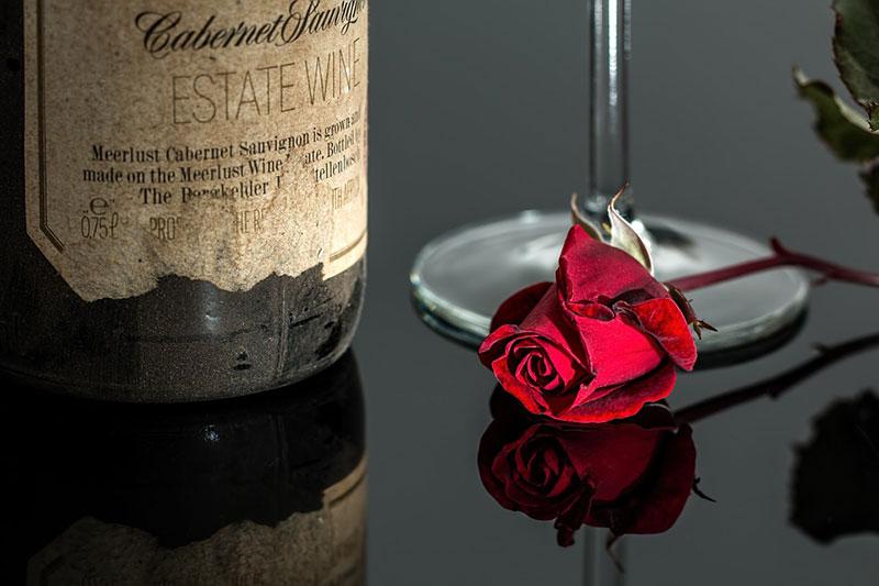Weinflaschen mit selbstgestaltetem Ettikett als Geschenkidee