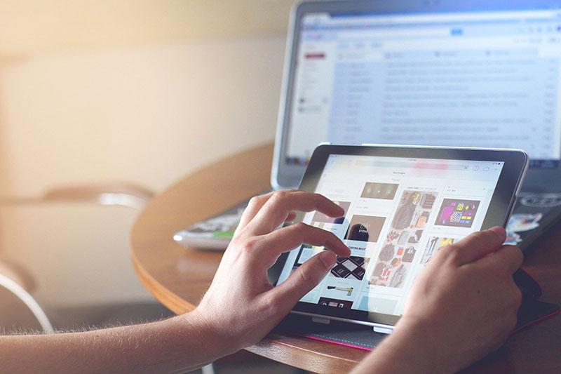 Kann man allein durch Surfen im Internet online Geld verdienen