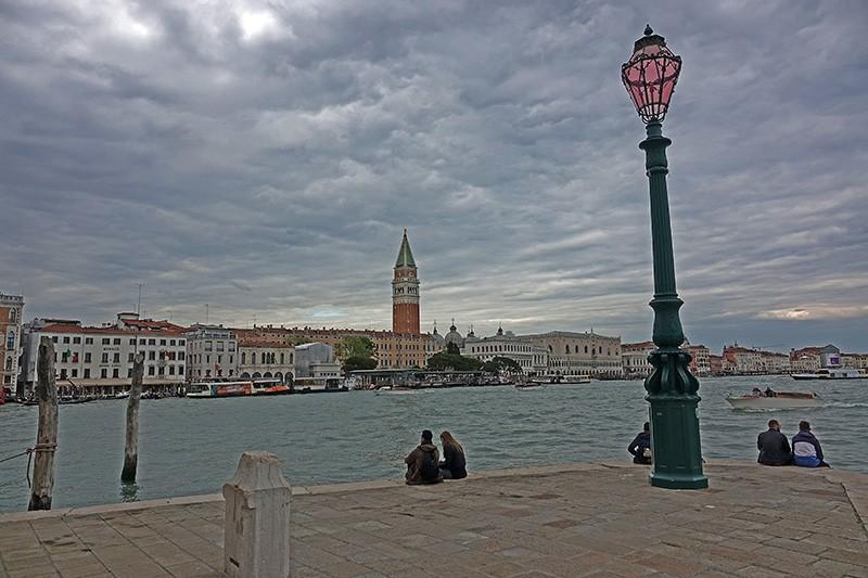 Entspannen und genießen am Ufer der Stadt