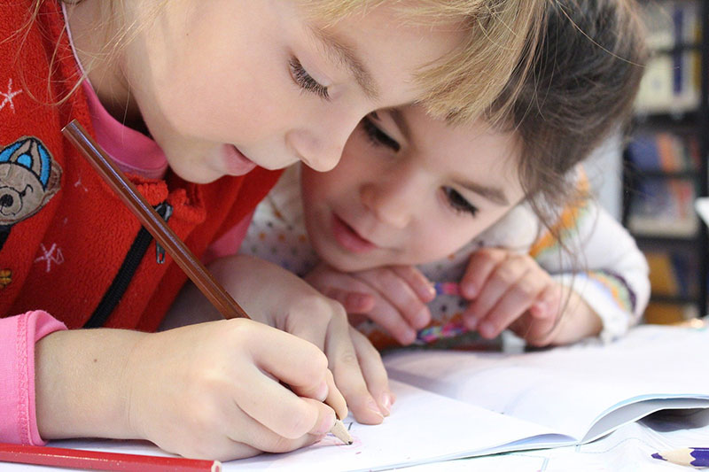 Bis wann sind Sicherheitsvorkehrungen hilfreich und ab wann stören sie die Kinder beim Lernen?